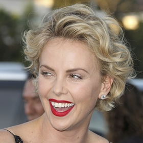 femme,homme,charlize theron,couilles