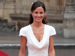 Pippa-Middleton-matez-sa-robe-de-soiree-hyper-decolletee_portrait_w674.jpg