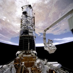 Hubble_Endeavour_1993_ReparationMiroir.jpg